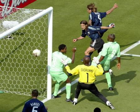 1st-9-argentina-nigeria-batistuta-goal