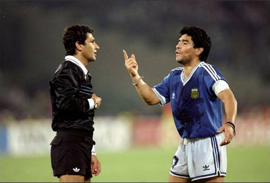 The Mexican referee Codesal Mendez and Diego Maradona arguing. There were lots of conversations between Maradona and referees during Italia 90.